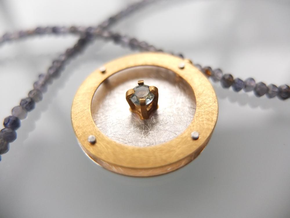 Naszyjnik Okrąg z oprawionym Topazem