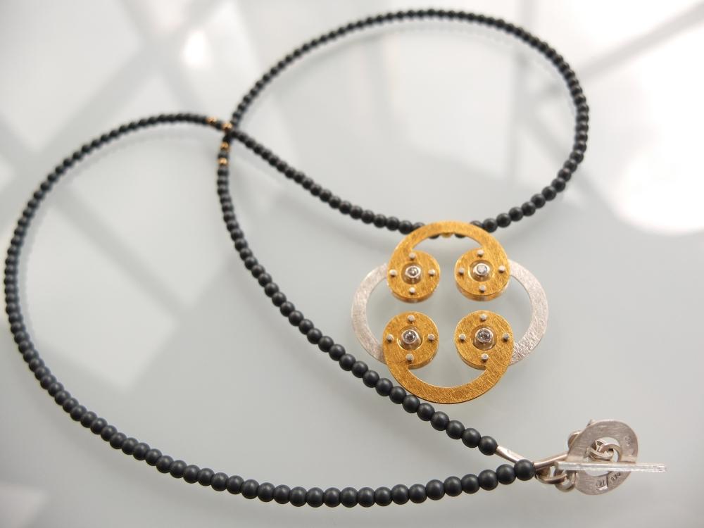 Naszyjnik Moon złocony z hematytem